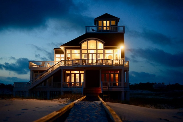 SkyWalk Lodge Vacation Rental in Fort Morgan for family reunion in Alabama